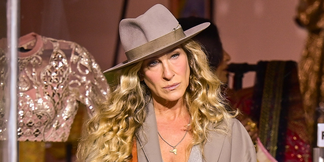 Sarah Jessica Parker Returns to Set of Sex and the City Revival After Willie Garson's Death - E! Online.jpg
