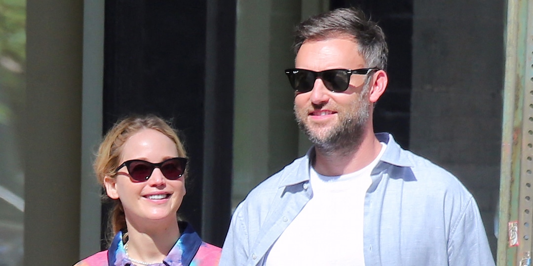 Pregnant Jennifer Lawrence and Cooke Maroney Look Head Over Heels in Love During Outing - E! Online.jpg