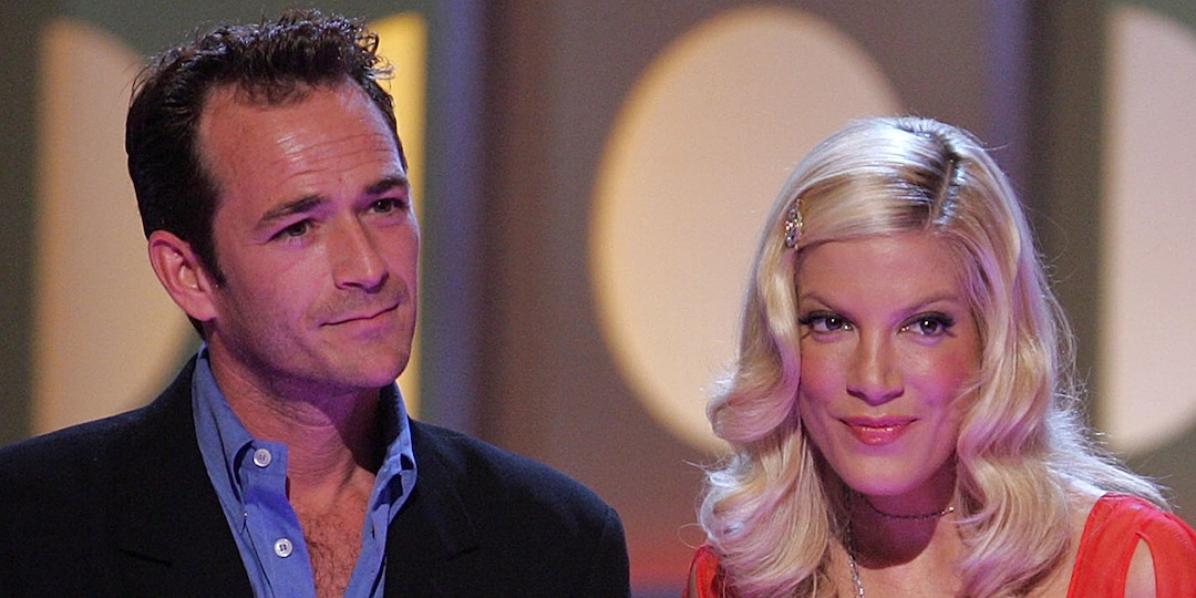 """Tori Spelling Recalls Luke Perry Going to """"Brawl"""" for Her During """"Verbally Abusive Relationship"""" - E! Online.jpg"""