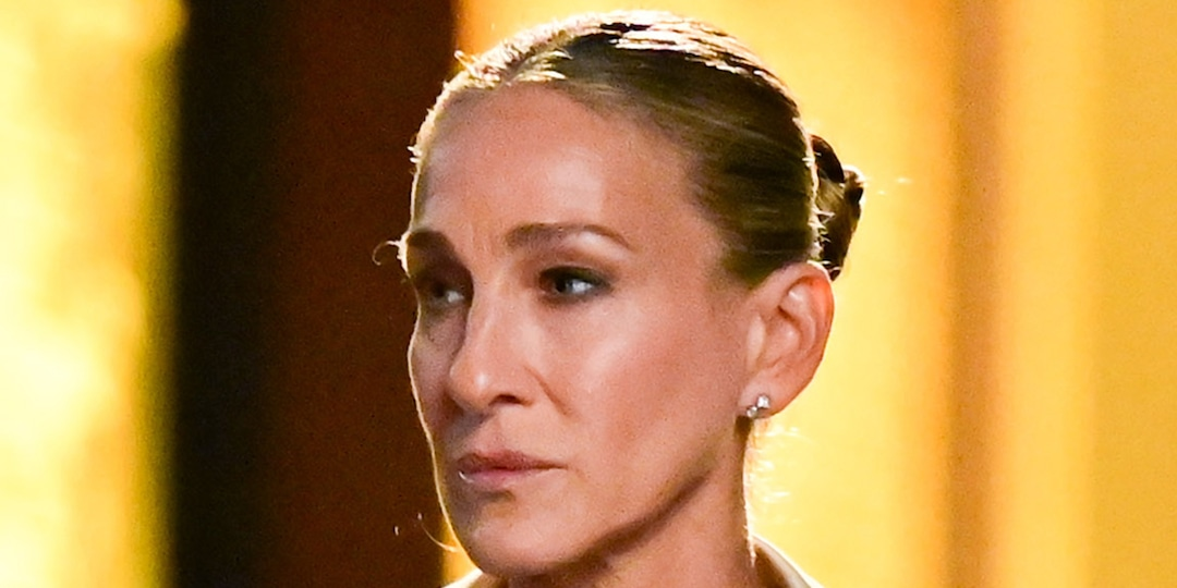 Sarah Jessica Parker Updates the Iconic Bodycon Dress She Wore in SATC for the Revival - E! Online.jpg