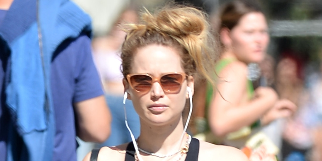 Jennifer Lawrence Bares Baby Bump for One of Her Cutest Maternity Looks - E! Online.jpg